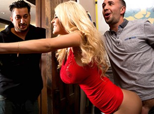 mobile Brazzers sex Kayla Kayden & Keiran Lee: Ex Sex is the Best Sex Kayla Kayden brought home a new guy she\'s been dating recently, but sadly for him, Kayla\'s ex-boyfriend was in her house waiting for her to come home. Keiran couldn\'t resist sneaking around the room and putting his hands on his ex\'s hot body, even with a random guy on the couch. Between getting spanked under the kitchen counter, and penetrated behind a doorway, Kayla was super down to fuck. She let pound the fuck out of her with his big fat cock, and continued the X-rated fun her couch, where she rode Keiran\'s like the horny whore she is.video